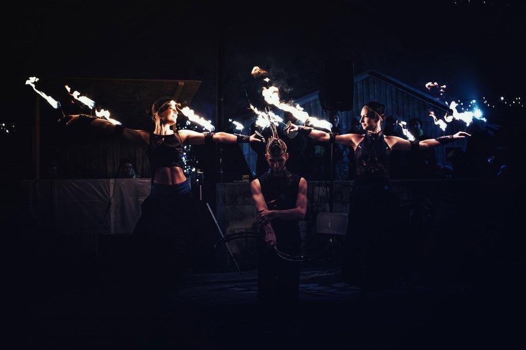 atmosféra-tanečníci-oheň-flow-arts