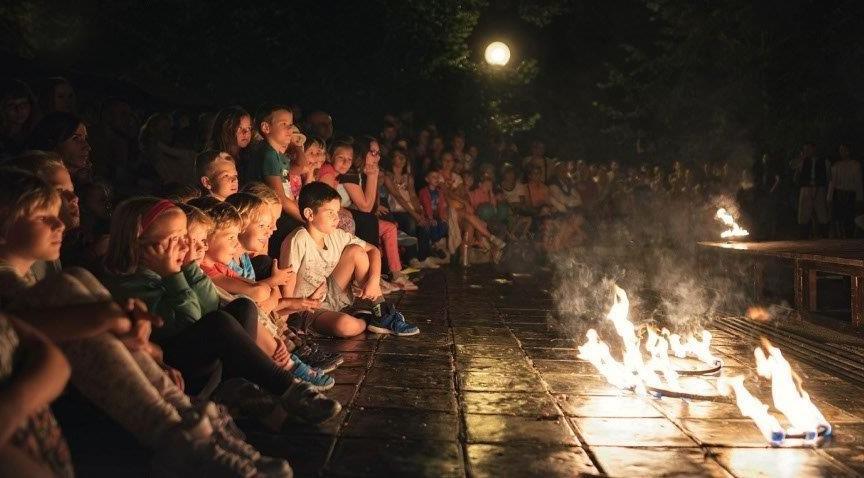 Dreamdancers-očarené-deti-predstavenie-ohňová-show
